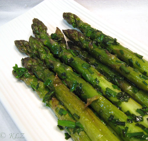 Fried Asparagus with Chives
