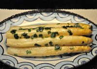 White Aparagus, with Butter and Chives