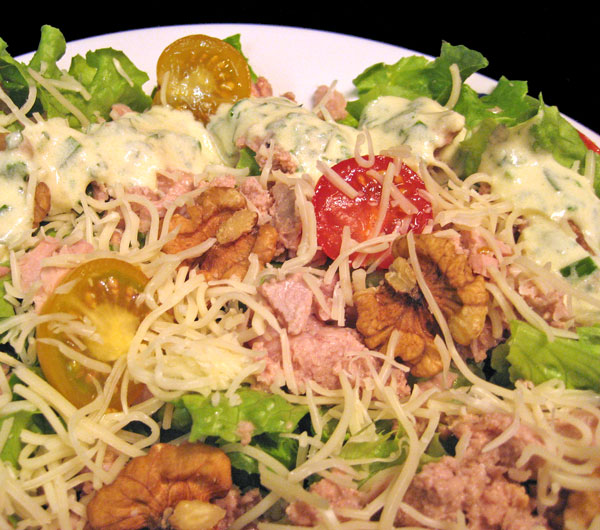 Salad with Tuna and Walnuts