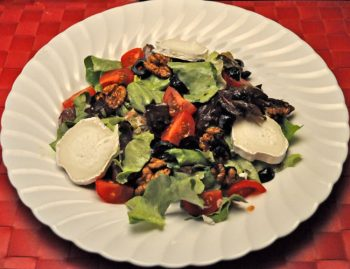 Lettuce with Goat Cheese, and Walnuts