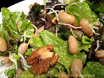 Lettuce Salad with Walnus and White Beans