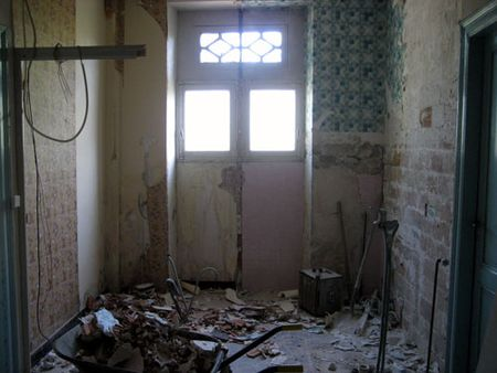 Bath_gutted_distant