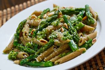 Asparagus and Ramp Pesto Pasta 1 500