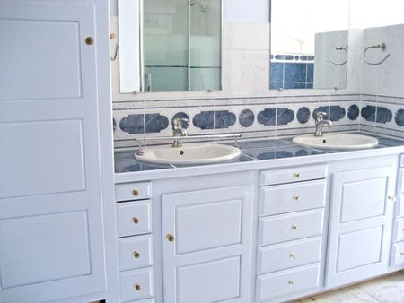 Bathroom_cabinet_painted