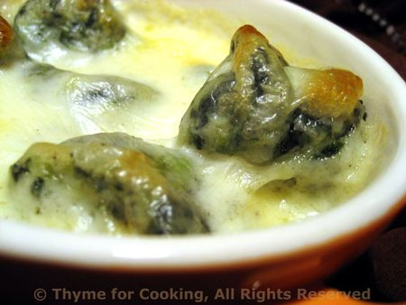 Spinach Gnocchi with Cheese Sauce